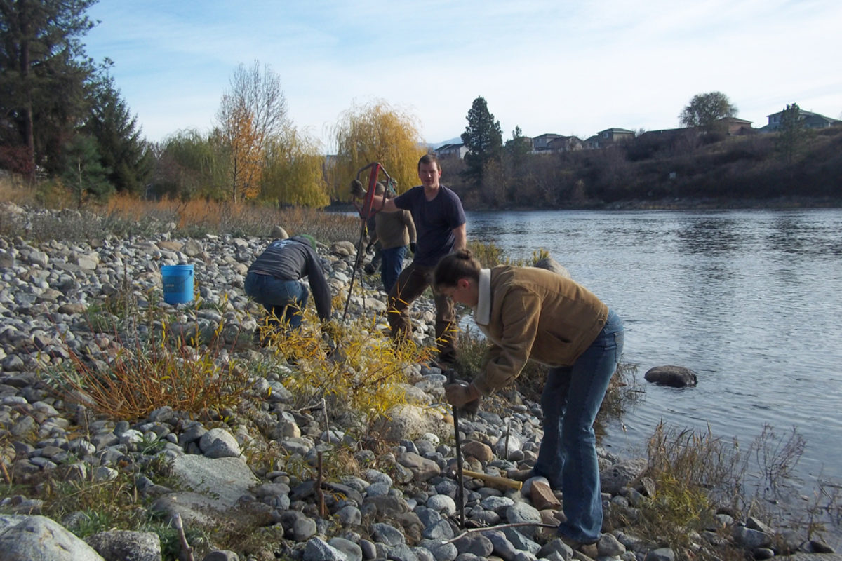 The Spokane River Forum and Spokane Riverkeeper are making volunteering for the river easy and fun!!